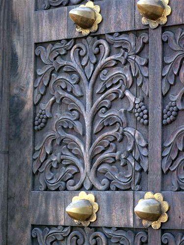 Zanzibar Doors Symmetrical Vine Design Antique Doors Gorgeous Doors Beautiful Doors