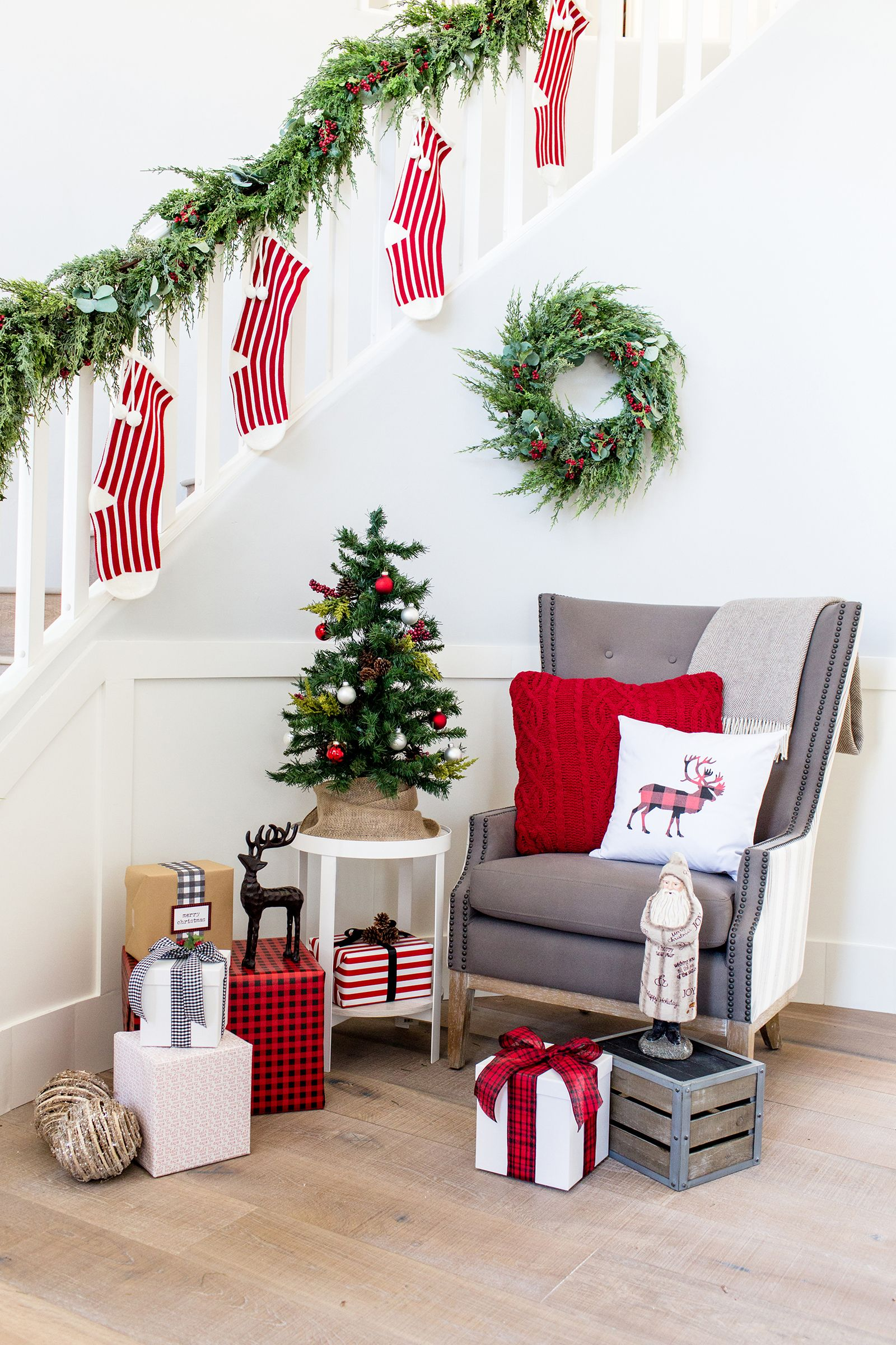 1 Staircase Styled 3 Ways For The Holidays Hgtv Feature The