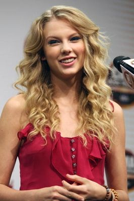 Taylor Looks So Cuteher Hair Does To Taylor Swift Hair Taylor Swift Pictures Taylor Alison Swift