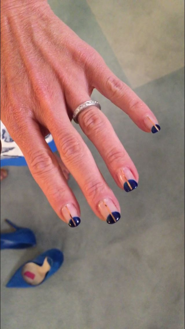 Kelly Ripa\'s blue and gold manicure from Valley Nails. | Fashion ...