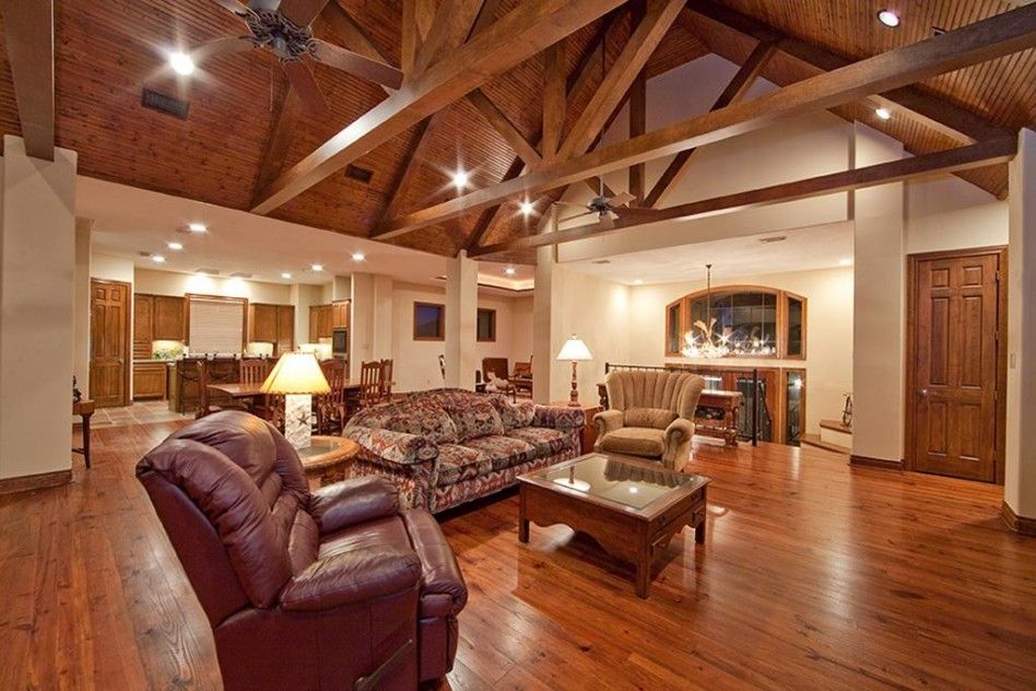 Wow Exposed Wood Beams Trusses On Vault Ceiling Home