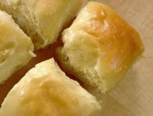 Hawaiian Sweet Bread Rolls..like Kings Hawaiian Rolls