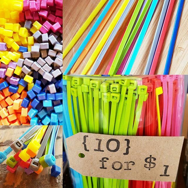 How fun would it be to ask you sellers what their favorite color is, or their college colors, or fav sports team colors or their kids school colors...then use those zip ties for their sign. It's the little things. ❤ Get just one color or a multi bundle at: www.allthingsrealestatestore.com