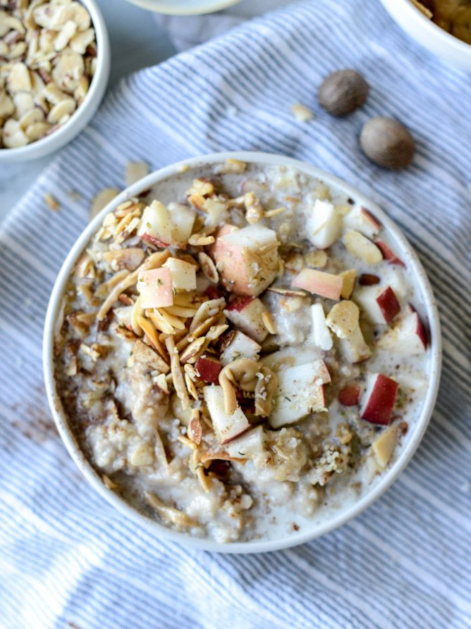 slow cooker apple cinnamon oatmeal with maple cream I howsweeteats.com