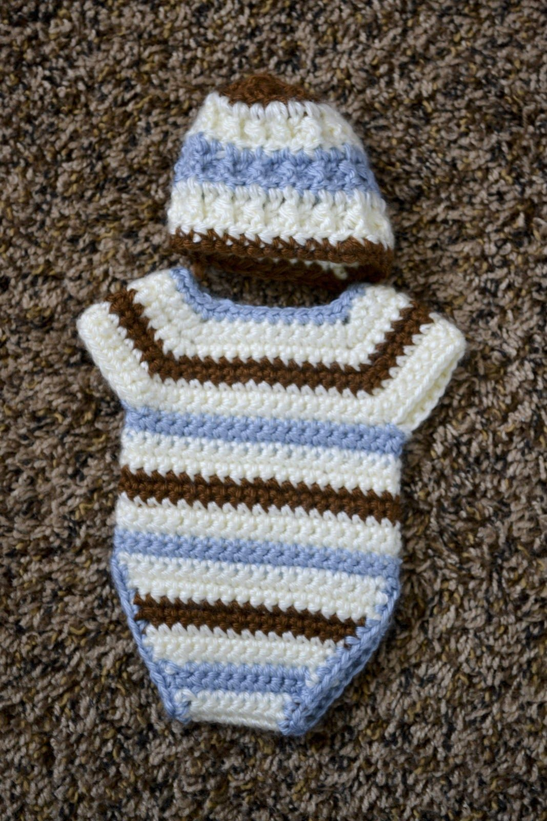 Lots of info about making angel baby outfits - links for patterns ...