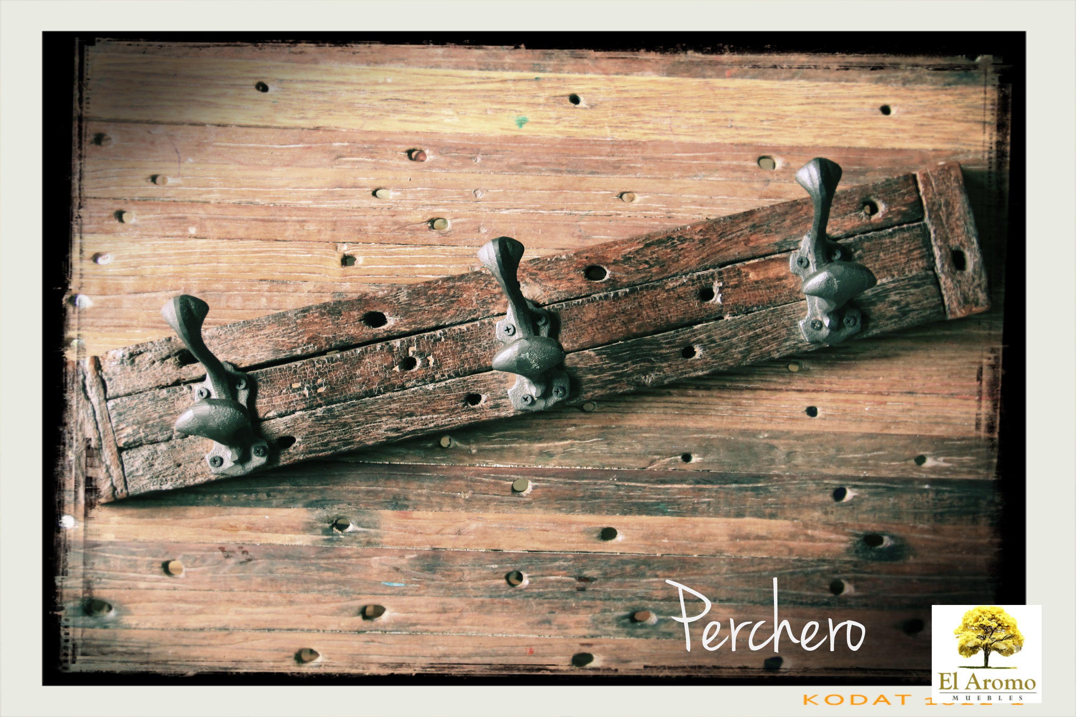 Perchero de campo hecho con madera de varillas de alambrado de ...