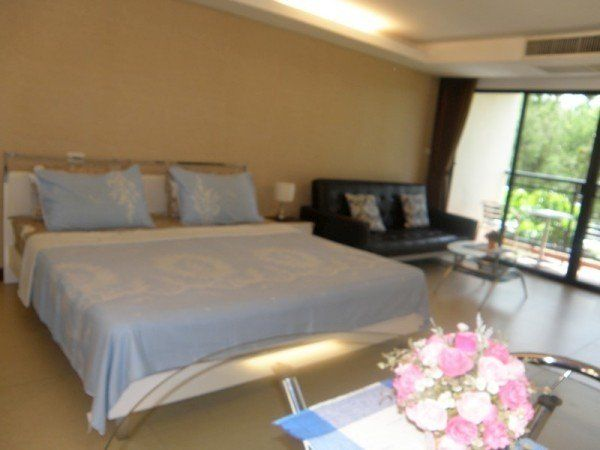 Lovely Studio for Sale in Wong Amat just 200 meters from the beach. Nicely equipped studio for rent in this beautiful resort-style condominium established just five mins walk from Wongamat. Fully furnished to an exceptional standard, beautiful European kitchen and spacious bathroom. Walking...
