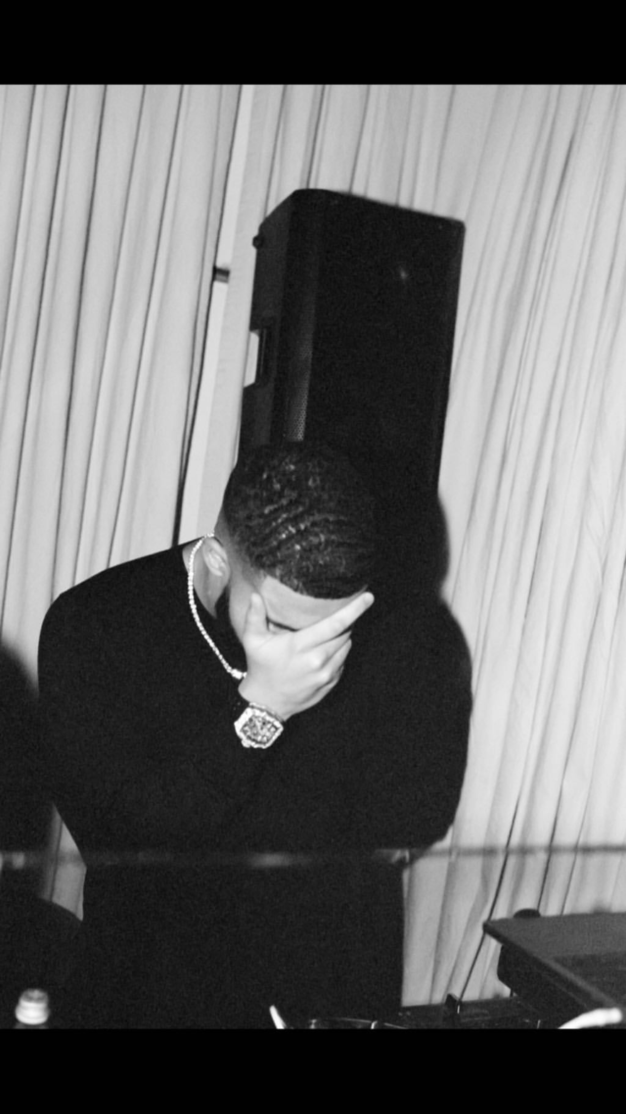 Pin by Jennifer on Drake (With images) Drake wallpapers