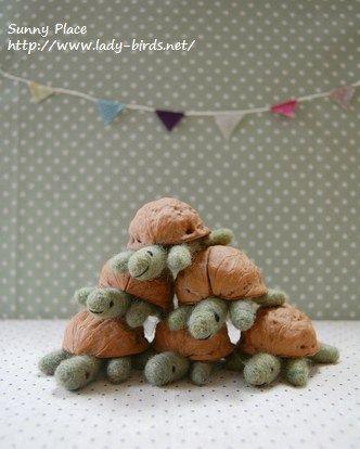 Schildkröten aus Walnussschalen - #aus #Schildkröten #Walnussschalen #feltedwoolcrafts