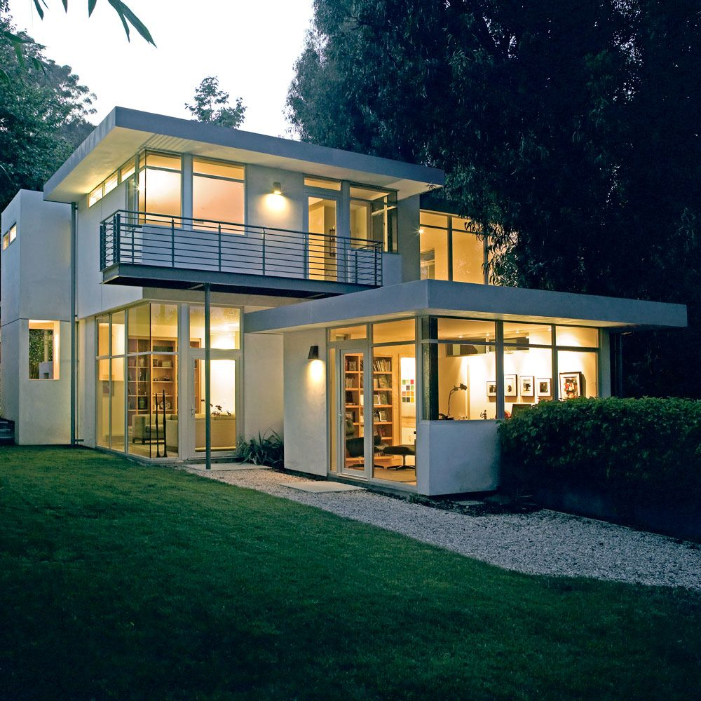 Contemporary house with clean and simple plan and interior art