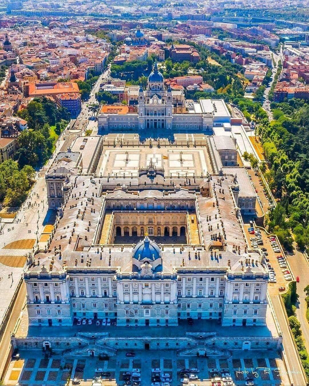 Palacio Real Y Catedral De La Almudena Viajar Por España Palacio Real De Madrid Madrid Turismo
