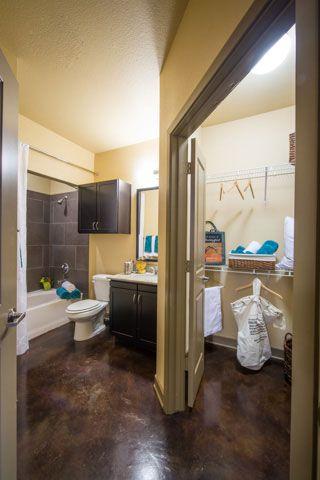 877 638 8986 1 2 Bedroom 1 2 Bath The Southwestern Apartments A Greystar Elan Community 5959 Maple Ave Dalla Apartments For Rent Modern Luxury Apartment