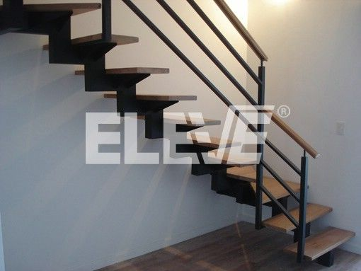 Fotograf a de escalera de interior con baranda dise o - Escaleras diseno interior ...