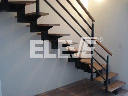 Fotograf a de escalera de interior con baranda dise o for Escaleras minimalistas interiores
