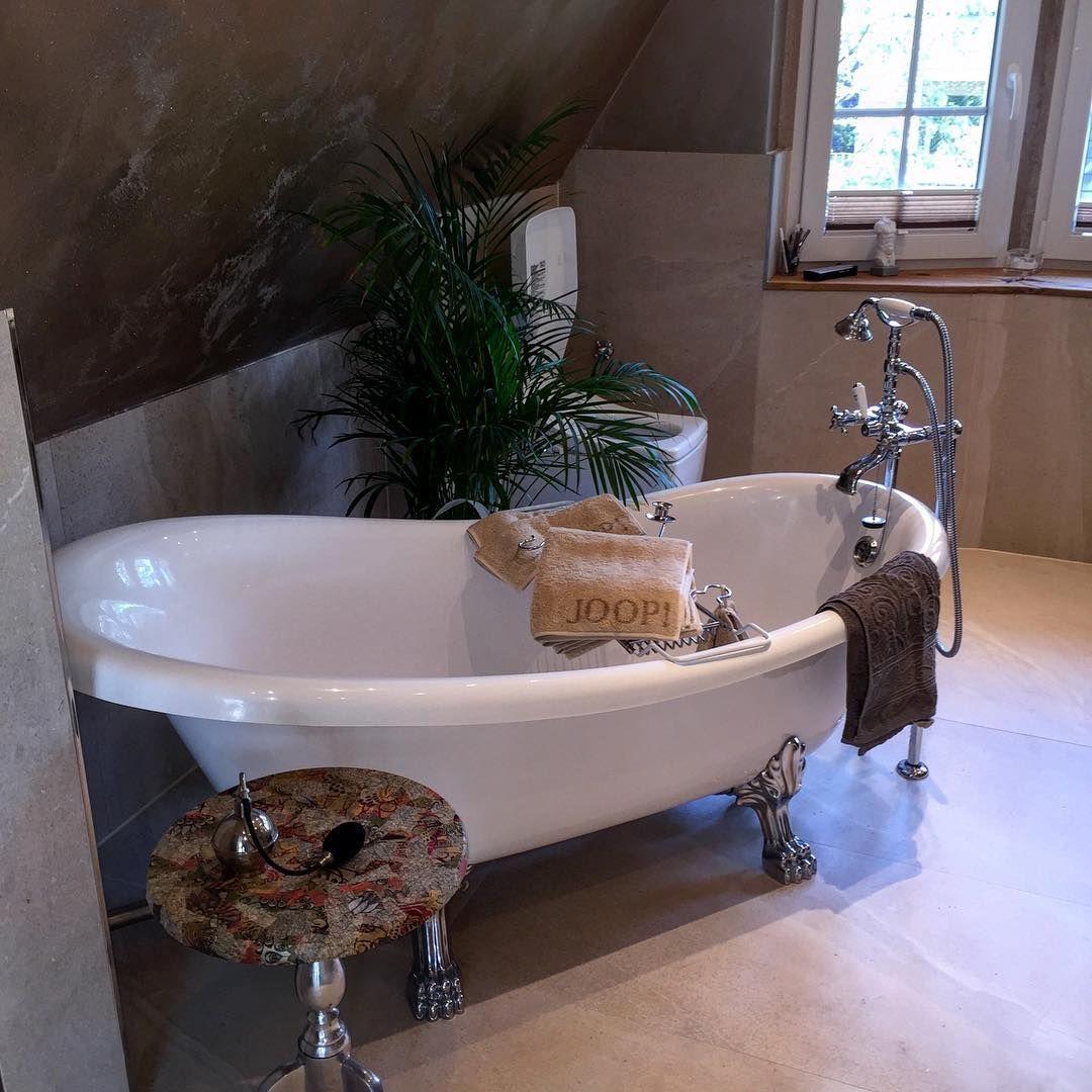 Freistehende Badewanne Mit Toto Sg Im Hintergrund Badezimmerdesign Badewanne Wellness Retro Handwerk Erhol Interior Decorating Clawfoot Bathtub Interior