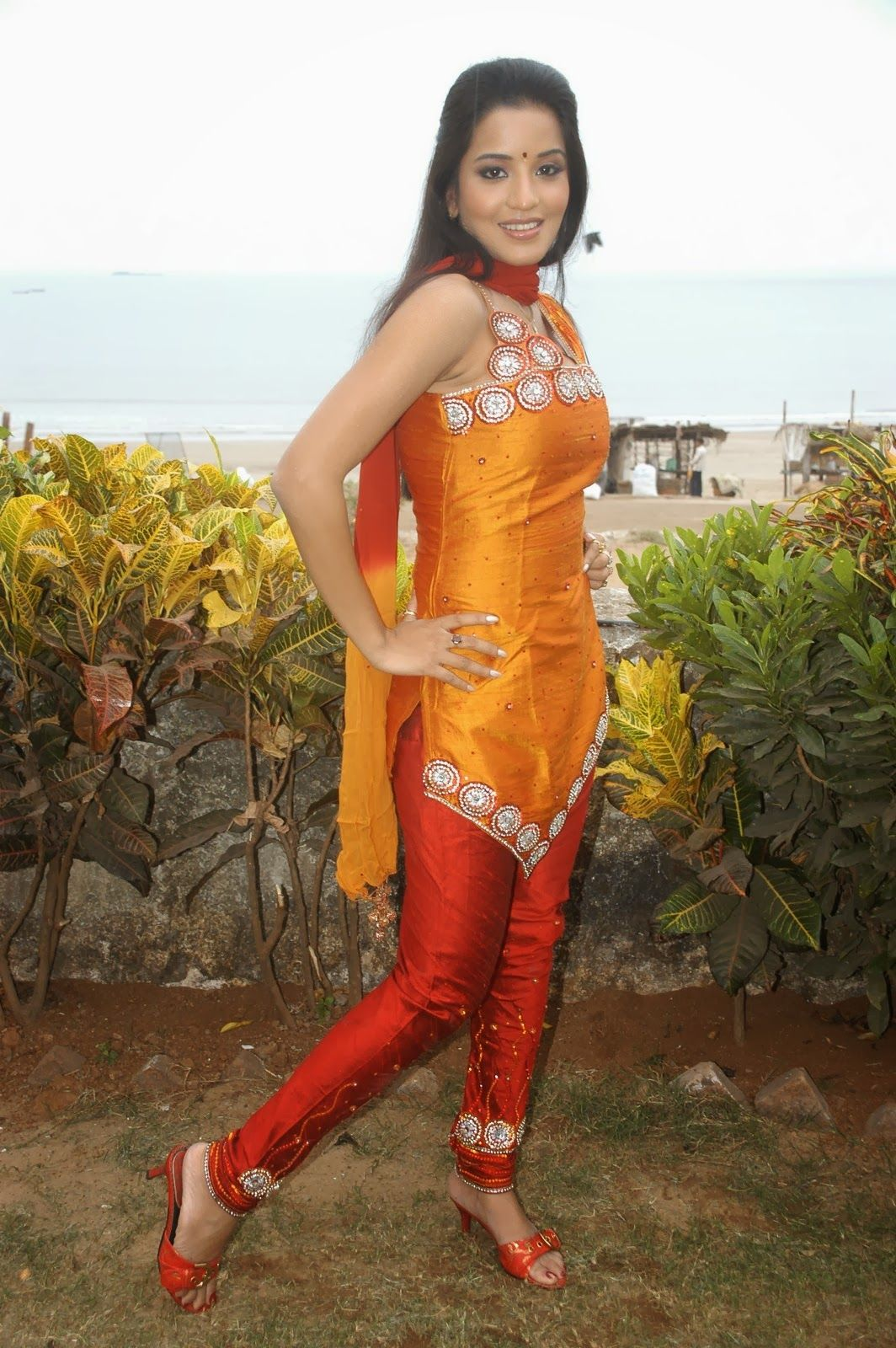 Hot Bhojpuri Actress Monalisa Photos Gallery - Bhojpuri -3113