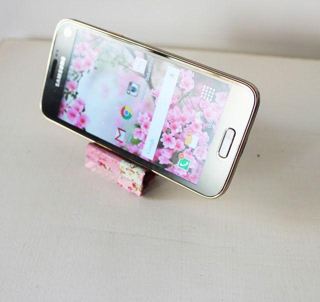 DIY Smart Phone Stand With Binders - Full Tutorial