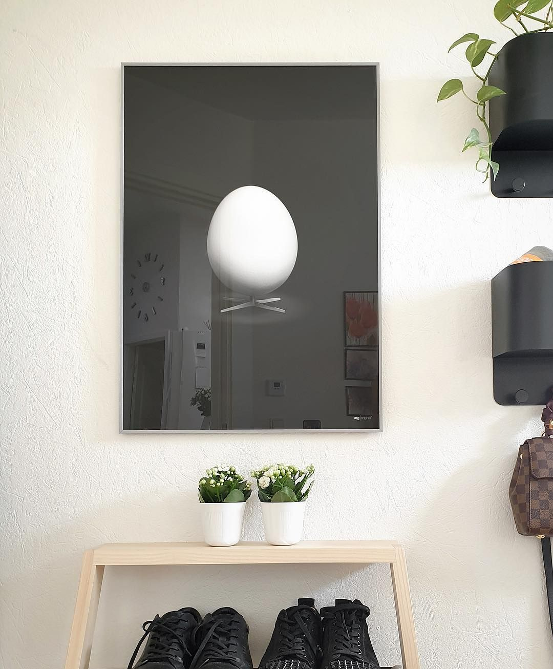 Aegget Brainchildoriginal Musthaveit Dk Danskdesign Danskemobelklassikere Aegget Koglen Svanen Brainchild Pla In 2020 Home Decor Bathroom Mirror Decor