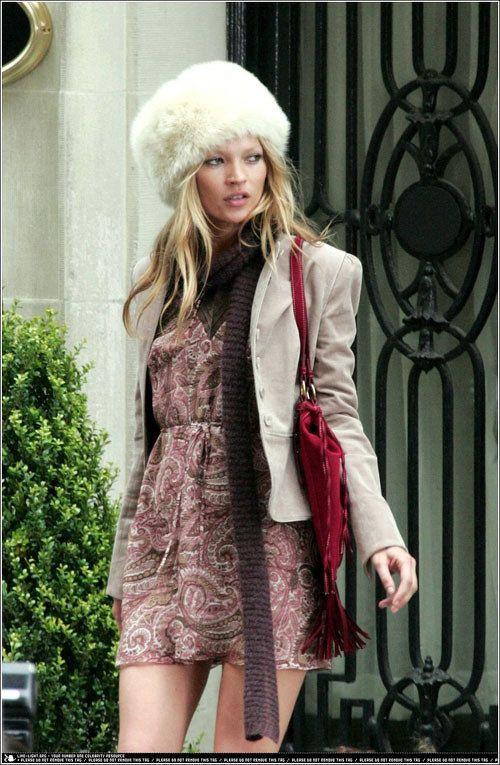 Kate Moss hace un salto a la primavera sin olvidar que aún hace frío...