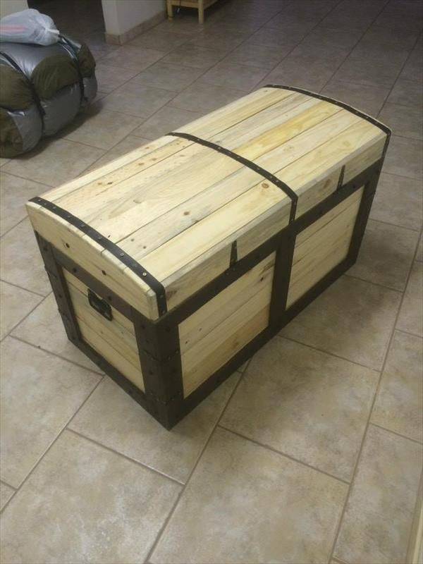 Chest made from pallets pallets pallet chest and pallet for Building stuff out of pallets