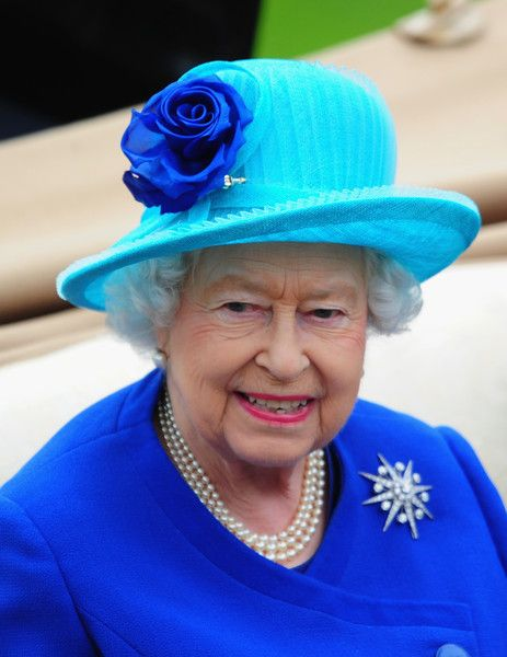 Queen Elizabeth II Photos - Queen Elizabeth II arrives during the Royal Procession during Day Five of Royal Ascot 2016 at Ascot Racecourse on June 18, 2016 in Ascot, England. - Royal Ascot 2016: Day Five