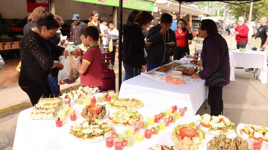 Con feria de productos naturales Molina celebró el Día Mundial de la Alimentación Saludable