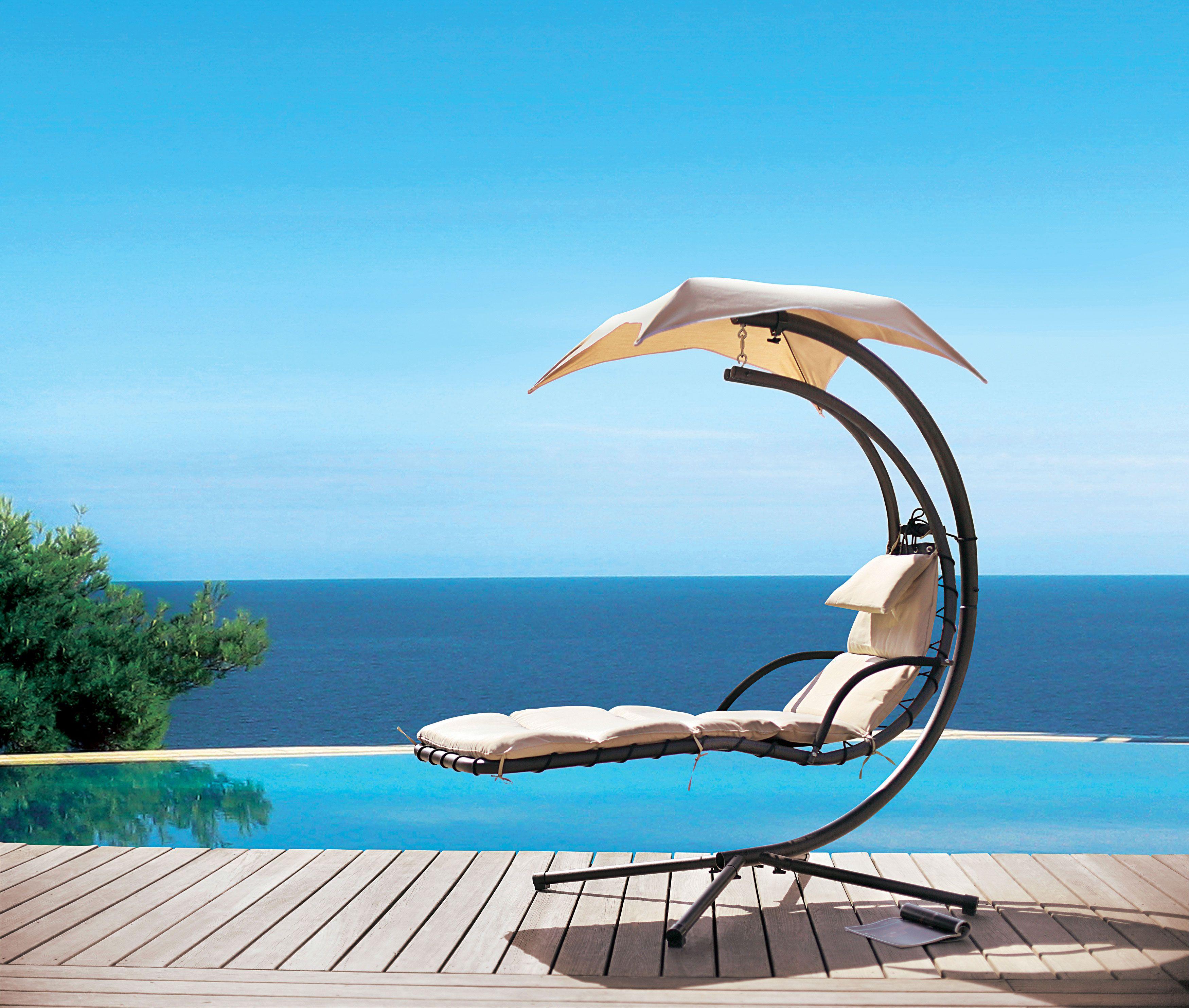 balancelle au bord de la piscine jardin vivre au jardin pinterest chair hanging chair et. Black Bedroom Furniture Sets. Home Design Ideas