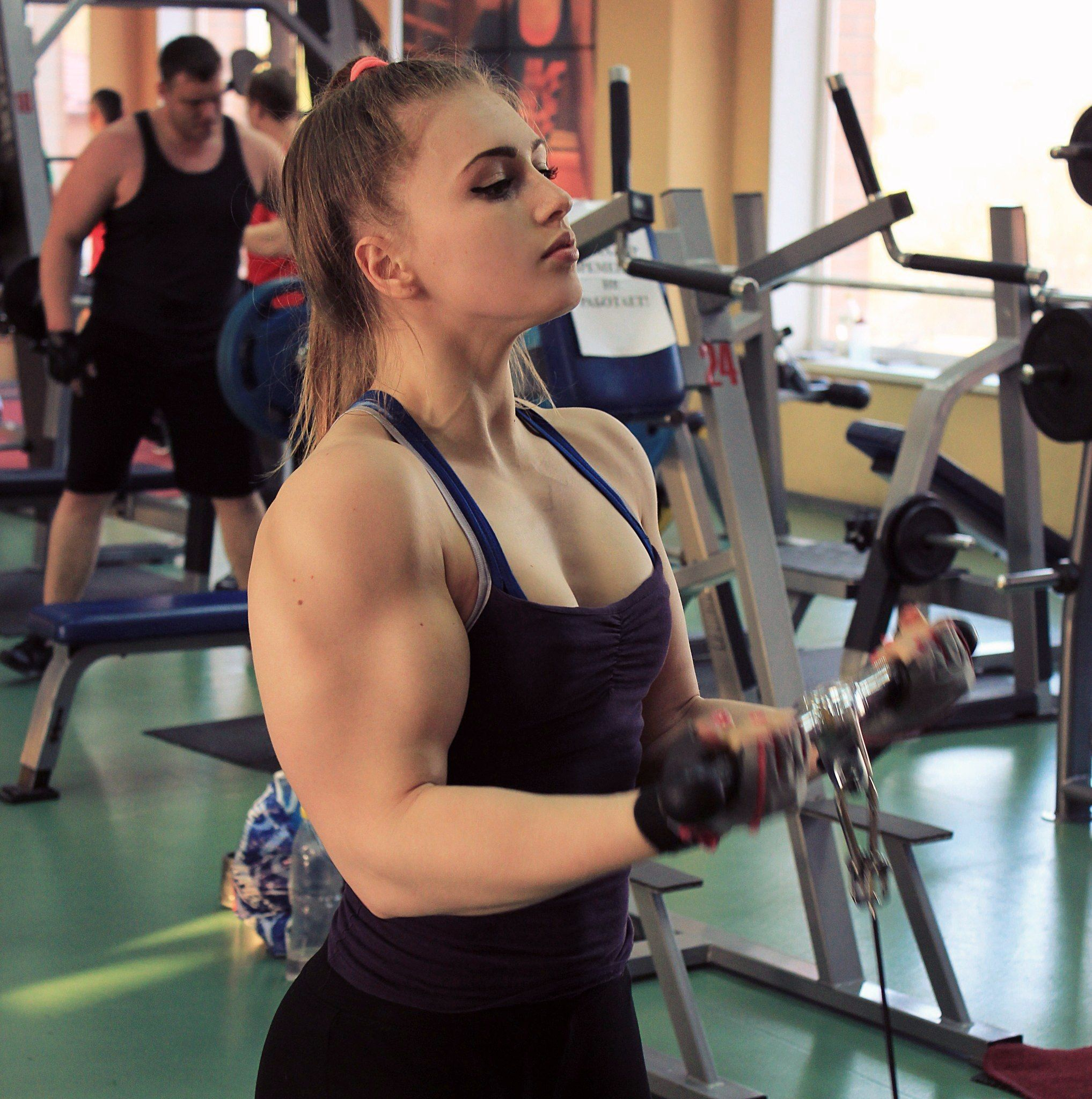 Muskel Training 18 Year Old Powerlifter Julia Vins