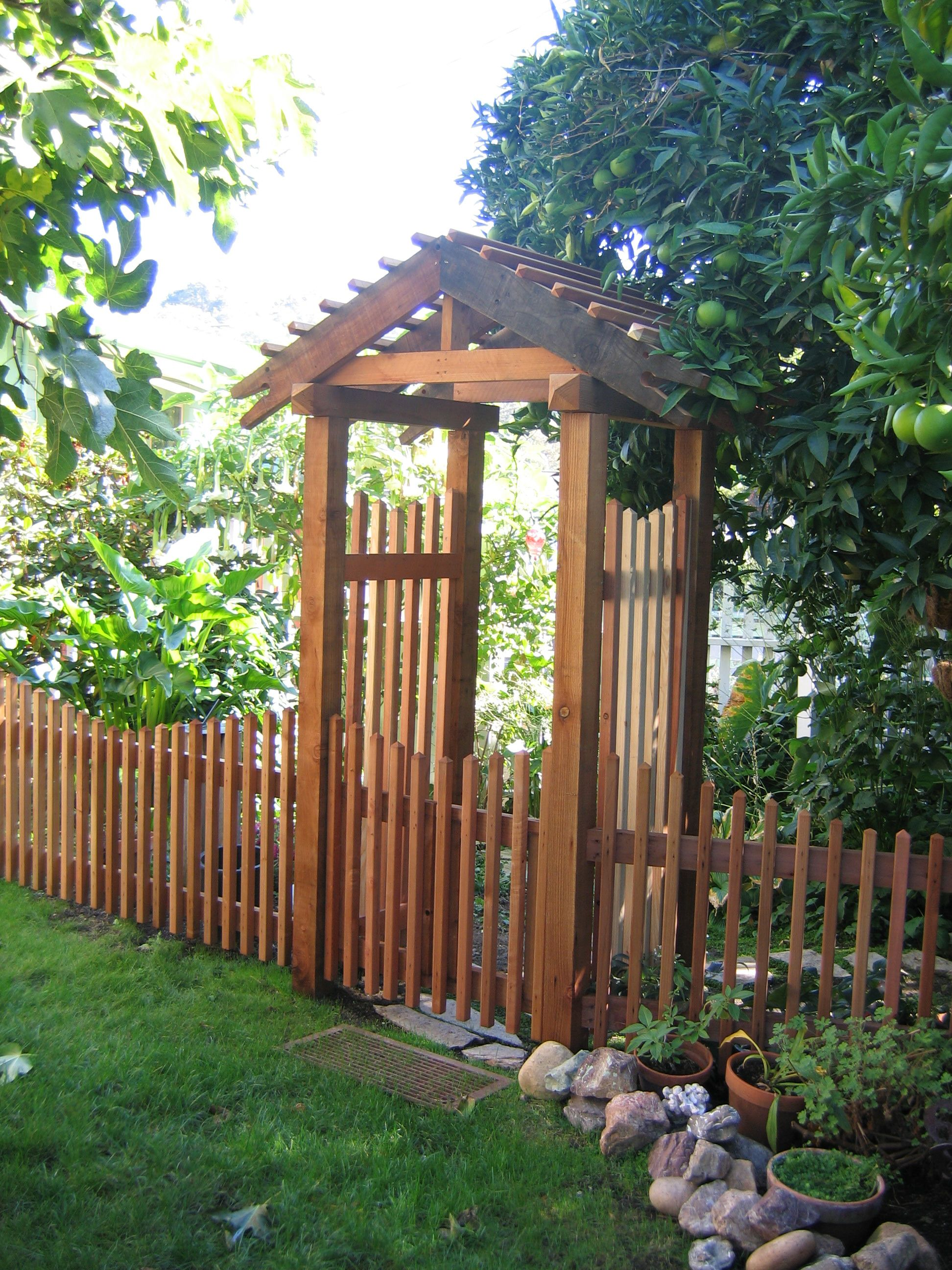 Fence with arbor gate redwood fence gate and arbor for Fence with arbor