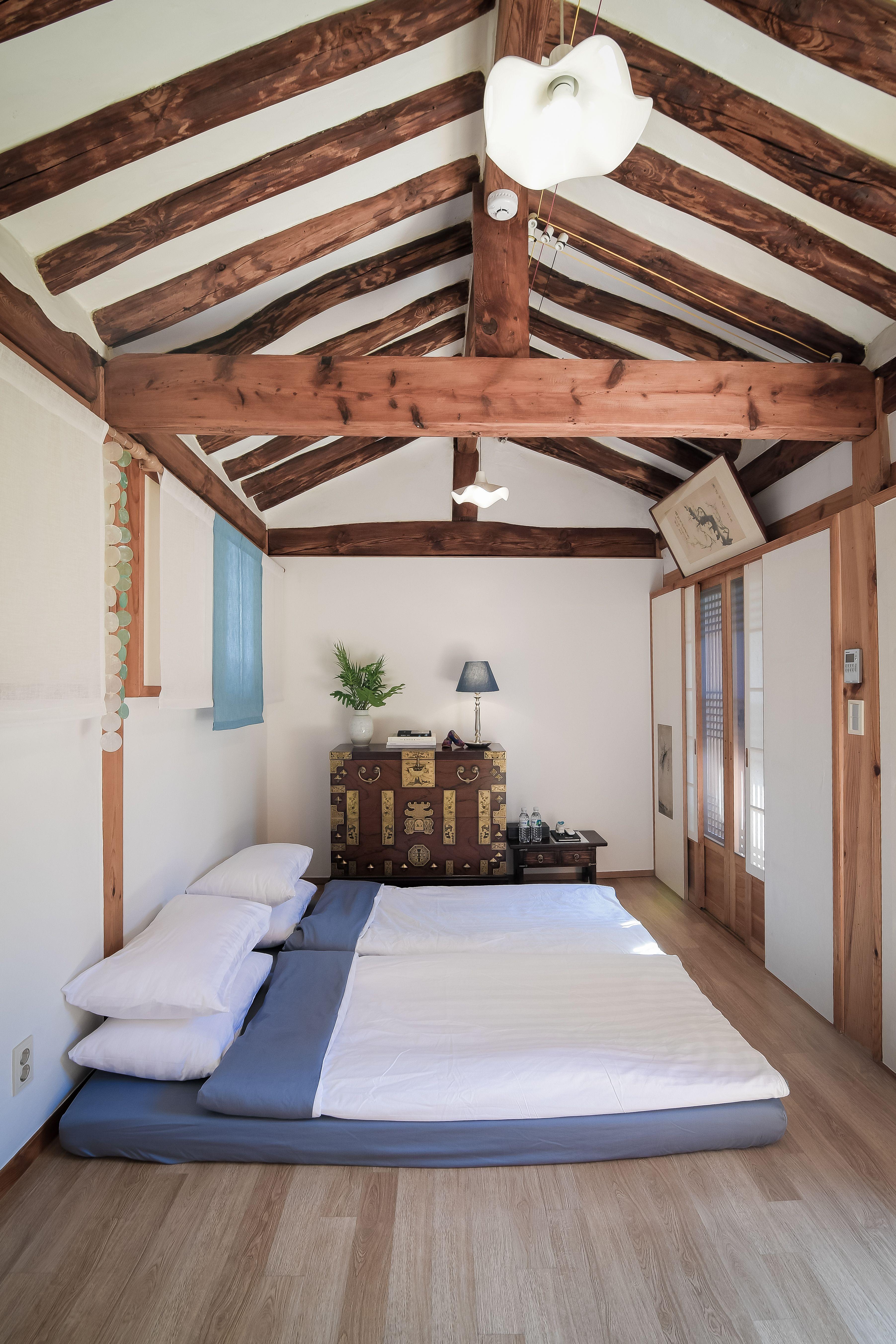 Korean House Hanok Cheongyeonjae Modern Bedroom Design Bedroom Design Interior Design