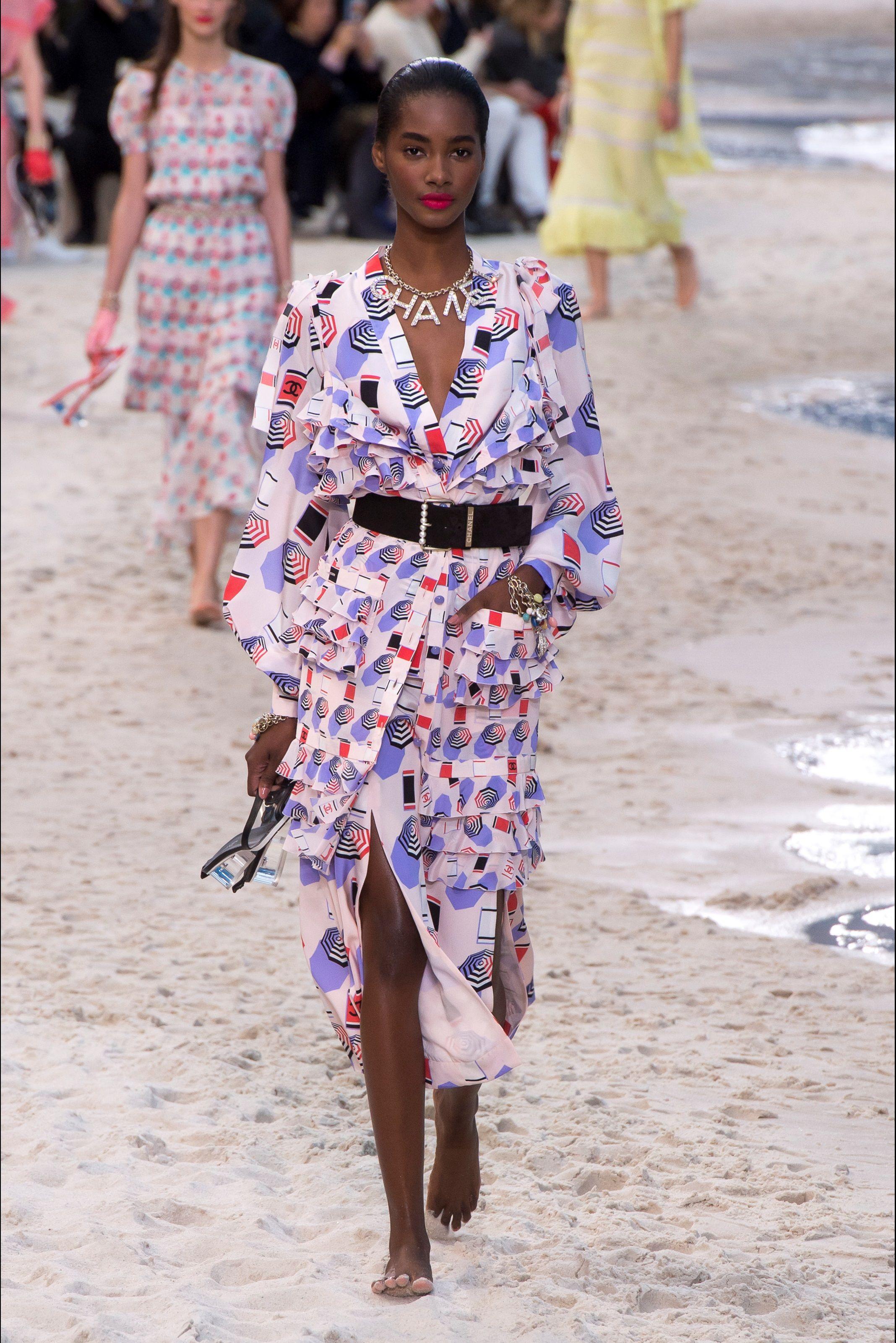0cbe388599 Sfilata Chanel Parigi - Collezioni Primavera Estate 2019 - Vogue | E ...