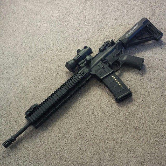 #DanielDefense #M4V5 #LW #AR15 #guns #Gun #gunfanatics #Gunsdaily1 #Gunporn #weaponsdaily #molonlabe #Aimpoint #magpul #igmilitia #RainierArms