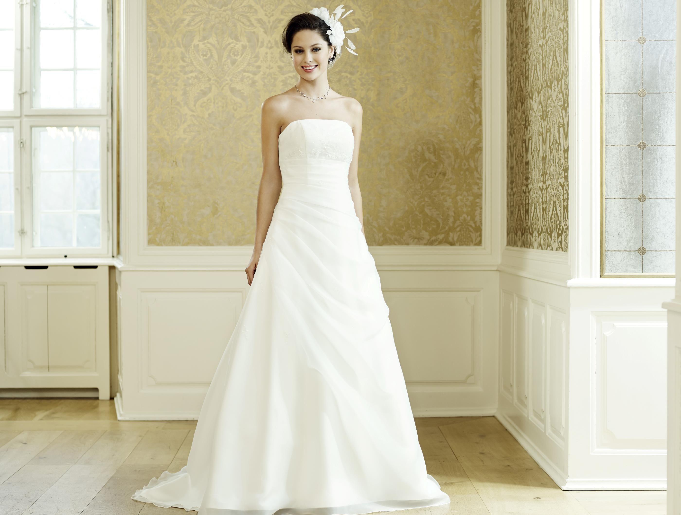83d09aeef832 Brudklänning från Lilly | The dress