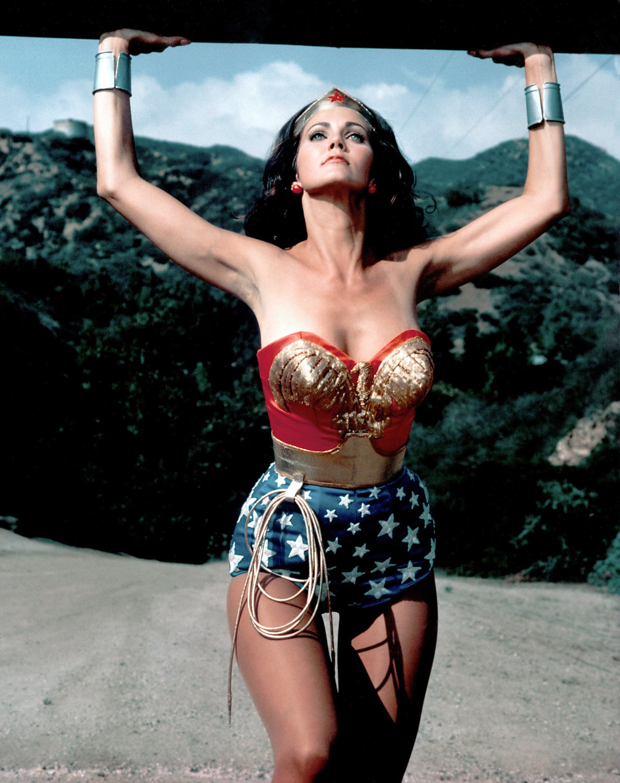 The 31 Best Hourglass Bodies Of All Time Raquel Welch, Beyonc, And More  Wonder Woman, Wonder Woman Comic, Lynda Carter-1217