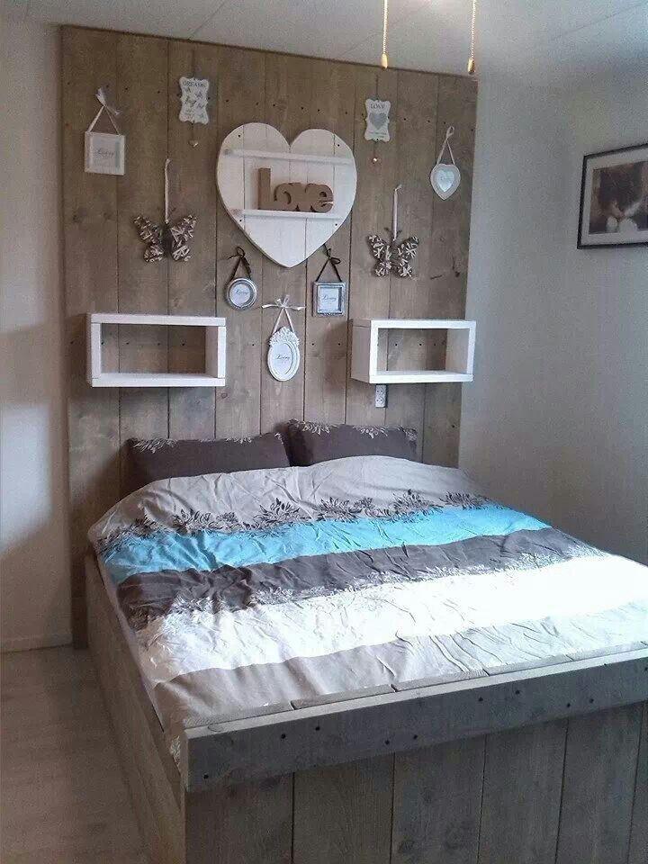 Steigerhout bed   )   Slaapkamer   Pinterest   Witte muren, Alfabet en Slaapkamer