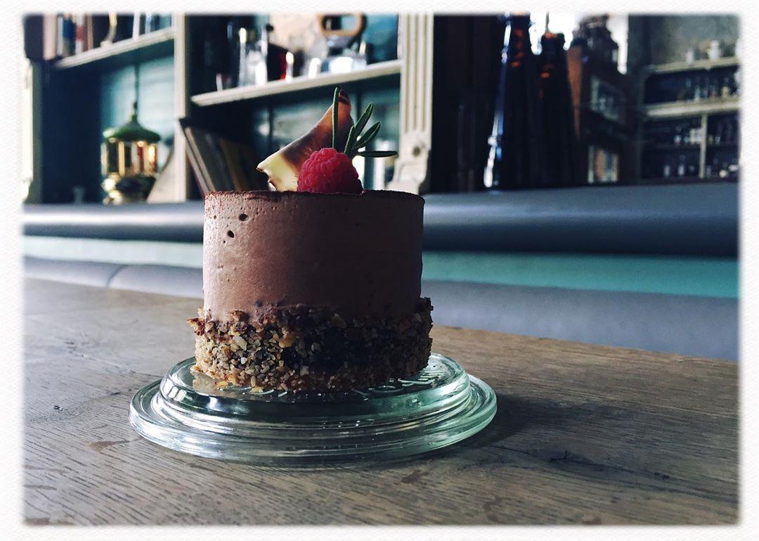 Hey Folks! Für unsere lieben Gäste, die zum Bier oder Schnaps lieber was Süßes mögen, haben wir jetzt Desserts im Angebot!😍 Nur für kurze Zeit!
