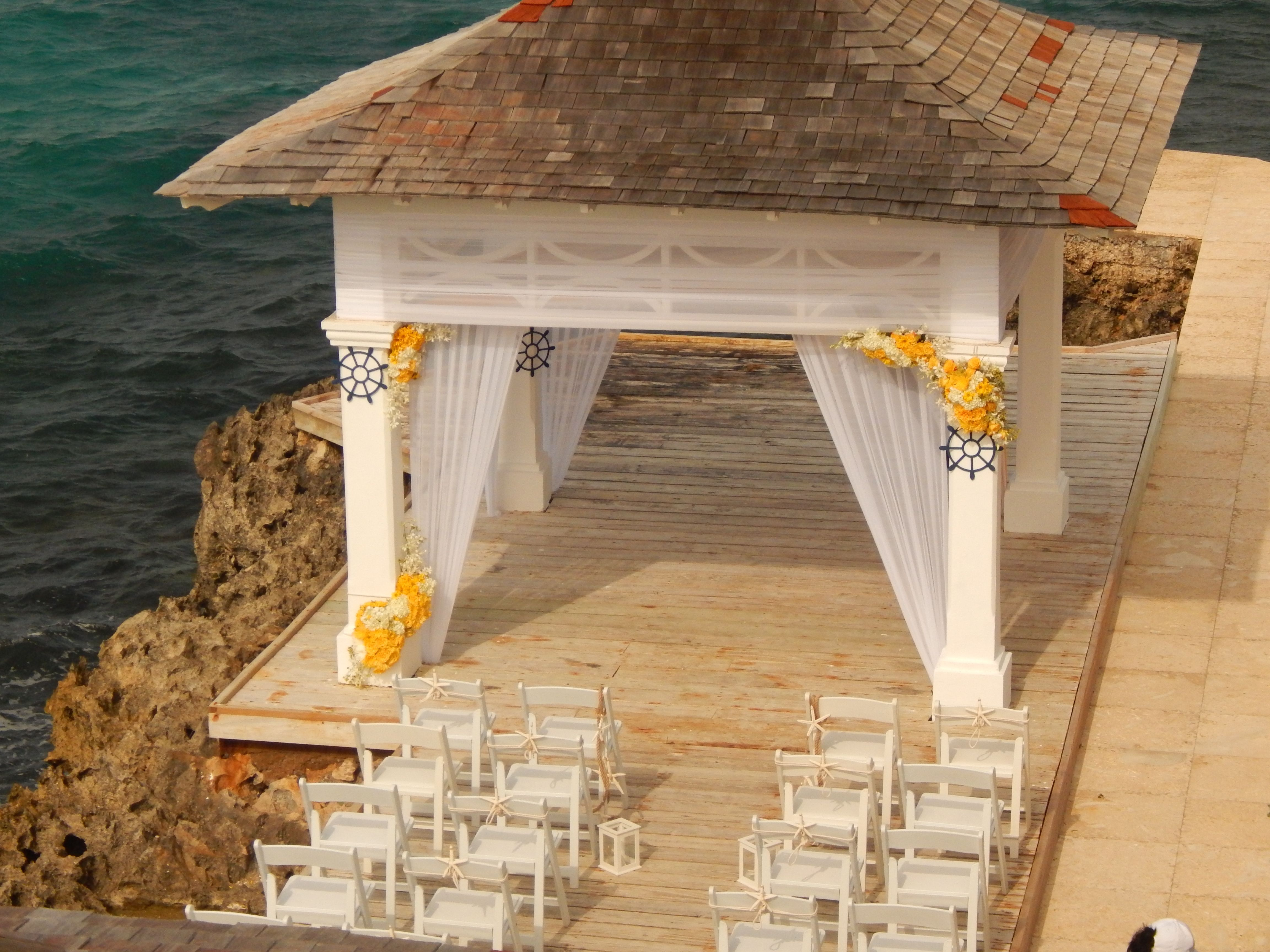 S Tower Isle Private Wedding Venue With The Sweet Sea Backdrop Sresorts Stowerisle