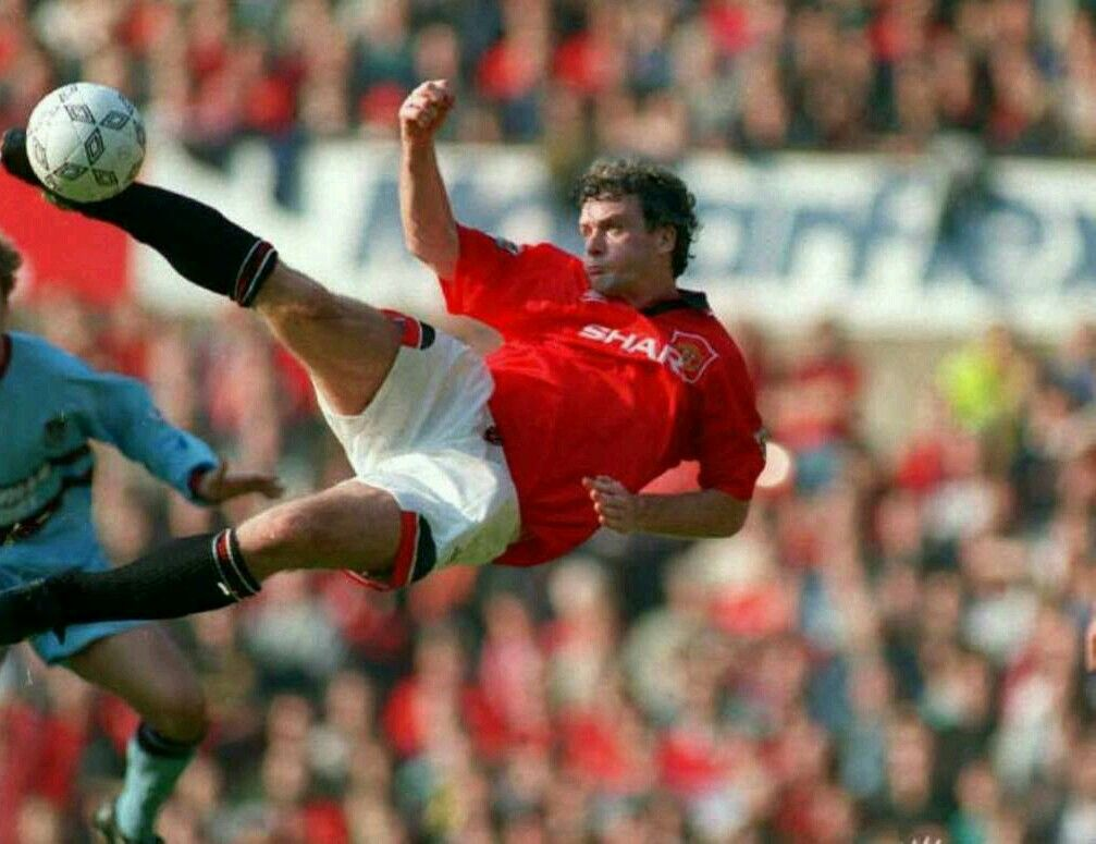 Man Utd 1 West Ham 0 in Oct 1994 at Old Trafford. Mark Hughes tries a spectacular shot at goal #Prem