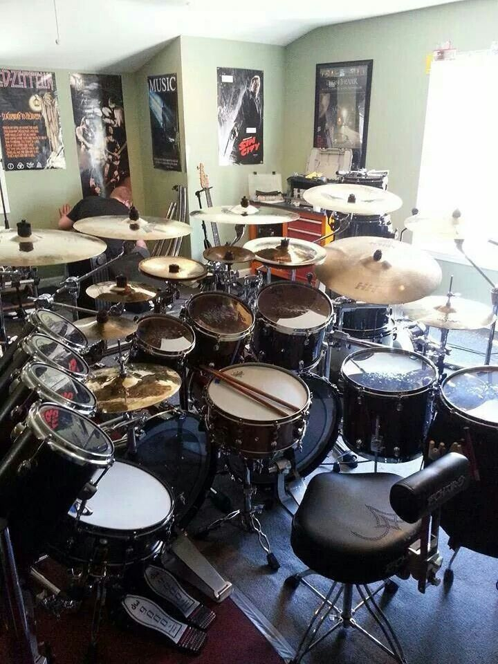 good sized drum sets this is what i would like to have band stuff drum music percussion drums. Black Bedroom Furniture Sets. Home Design Ideas