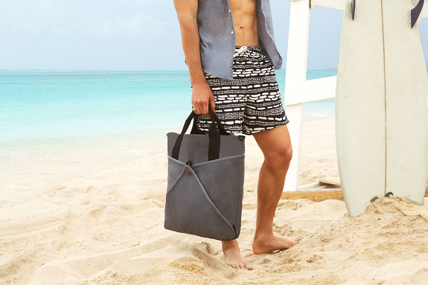 Introducing the Shake Men's Tote, designed to keep your items in ...