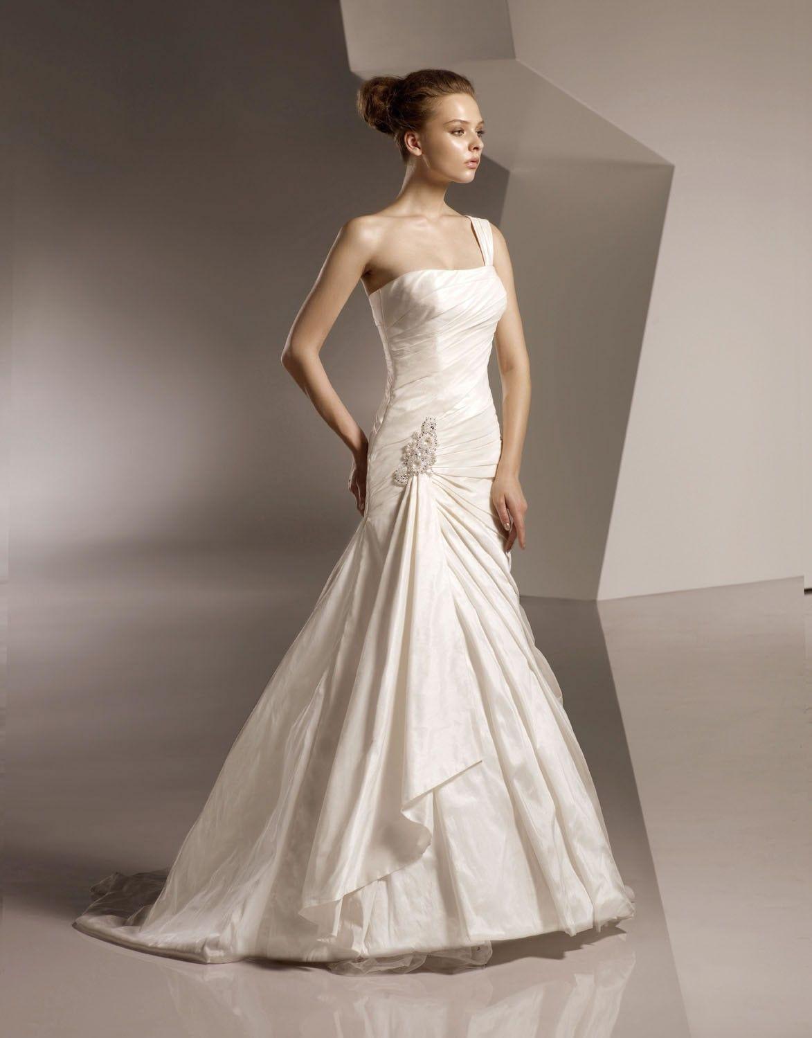 Softly Curved Neckline Directionally Ruched Bodice Mermaid Wedding Dress