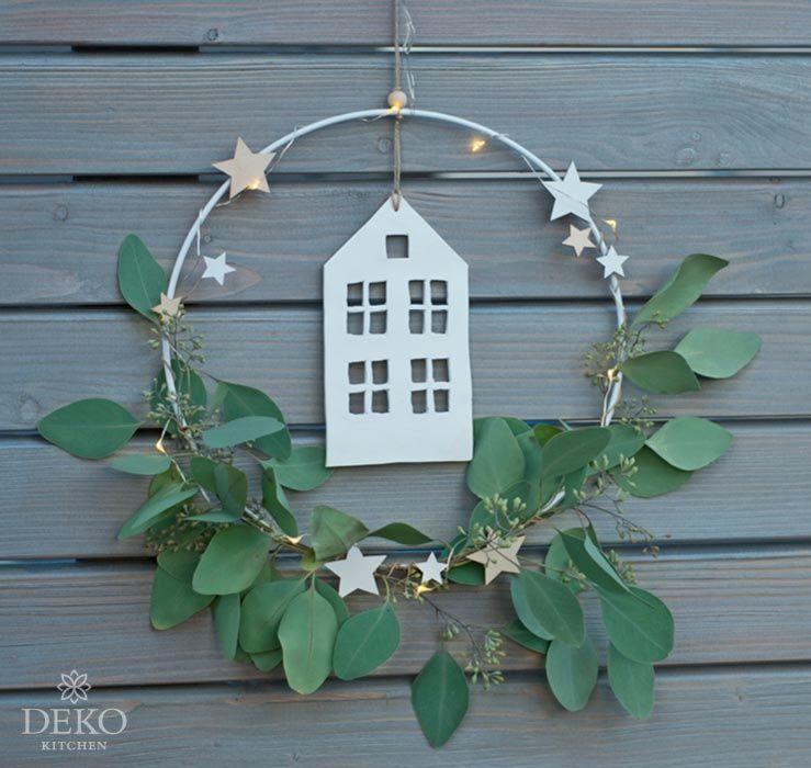 DIY: Weihnachtsdeko für die Wand mit Metallringen