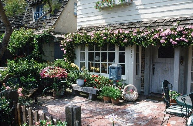 Come Checkout Our Latest Collection Of 15 Stunning Vintage Landscape Ideas And Get Inspired To Decorate Cottage Garden Cottage Front Yard Cottage Garden Design