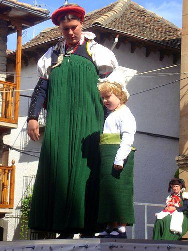 Spanish costume basquina