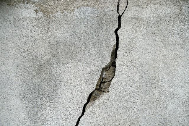 When Wall Cracks Are A Sign Of Water Damage Comment Reparer Revetement De Plancher Garage Mur Beton