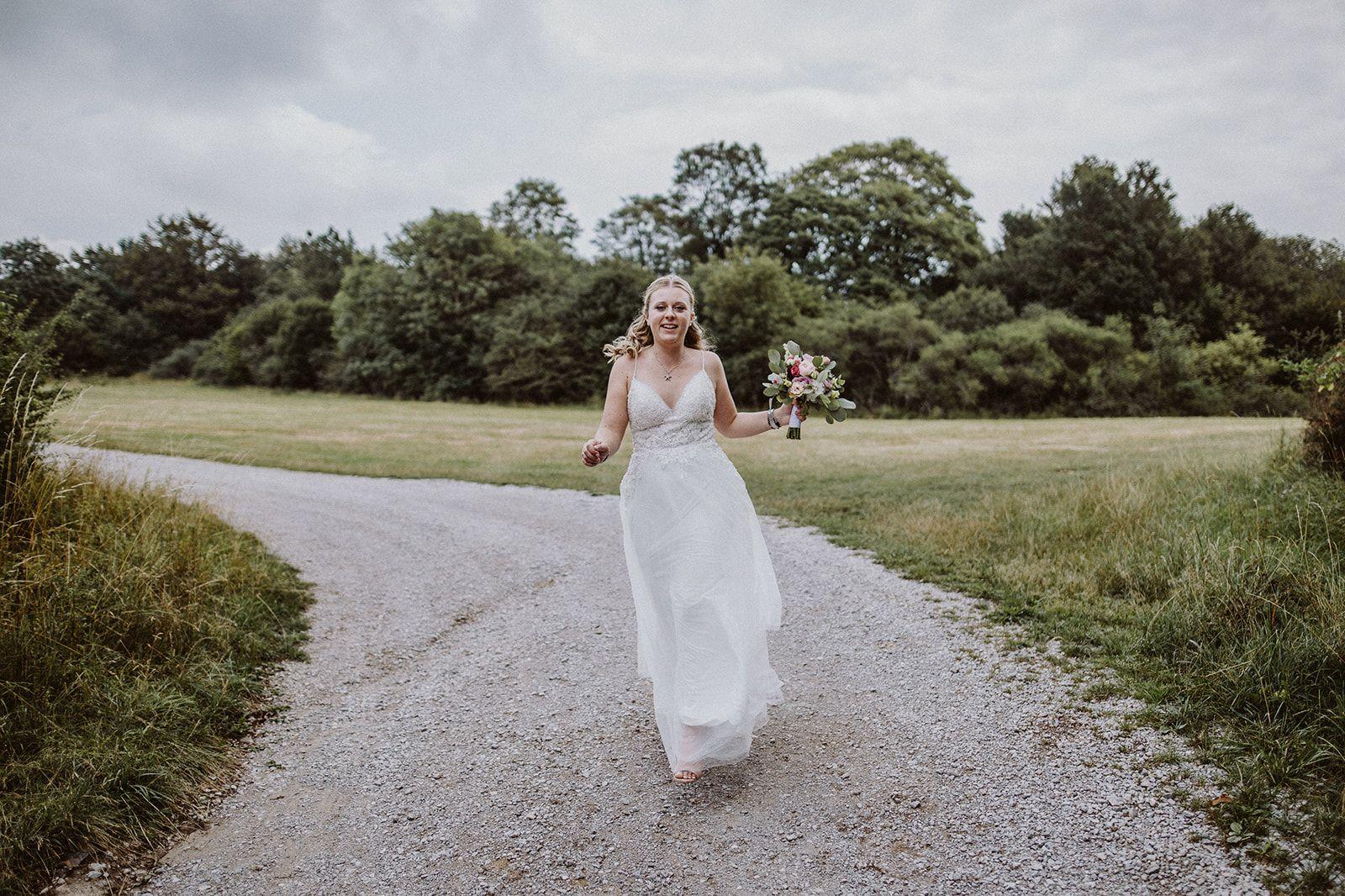 Brautportrait Hochzeitsfeier Im Zelt Standesamtliche Trauung Hochzeitsfeier