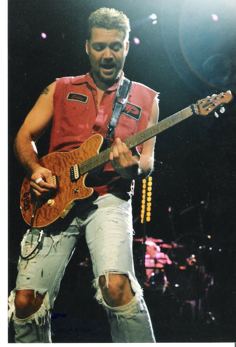 Pin By Jimmy Sixx On Van Halen Eddie Van Halen Van Halen Famous Musicians