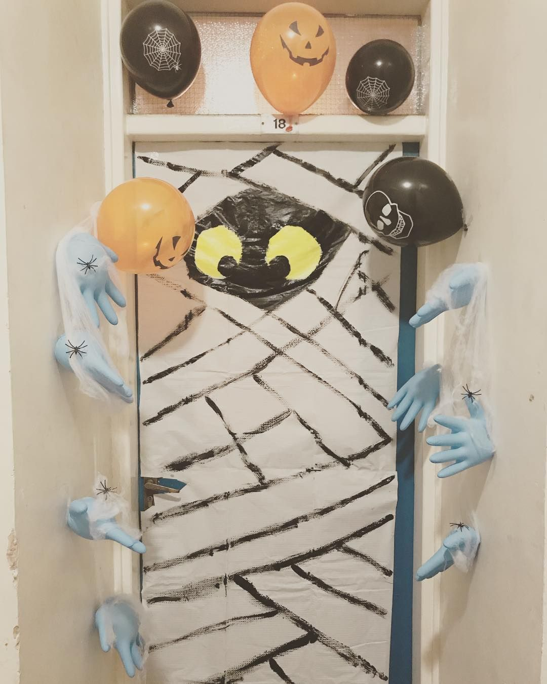 70 Witty Halloween Classroom Door Decorations for Halloween Class Party #halloweenclassroomdoor