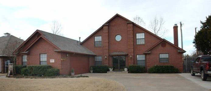 House Vacation Rental In Oklahoma City From Vrbo Com Vacation Rental Travel Vrbo House Styles House Vacation Rental Sites