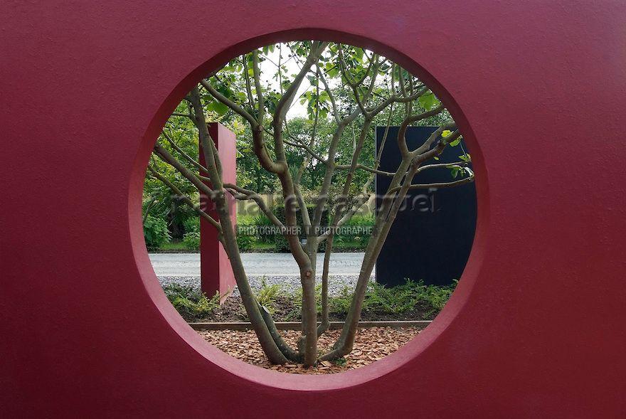 Jardin contemporain mur de couleur jardin du perdrier for Couleur mur exterieur jardin